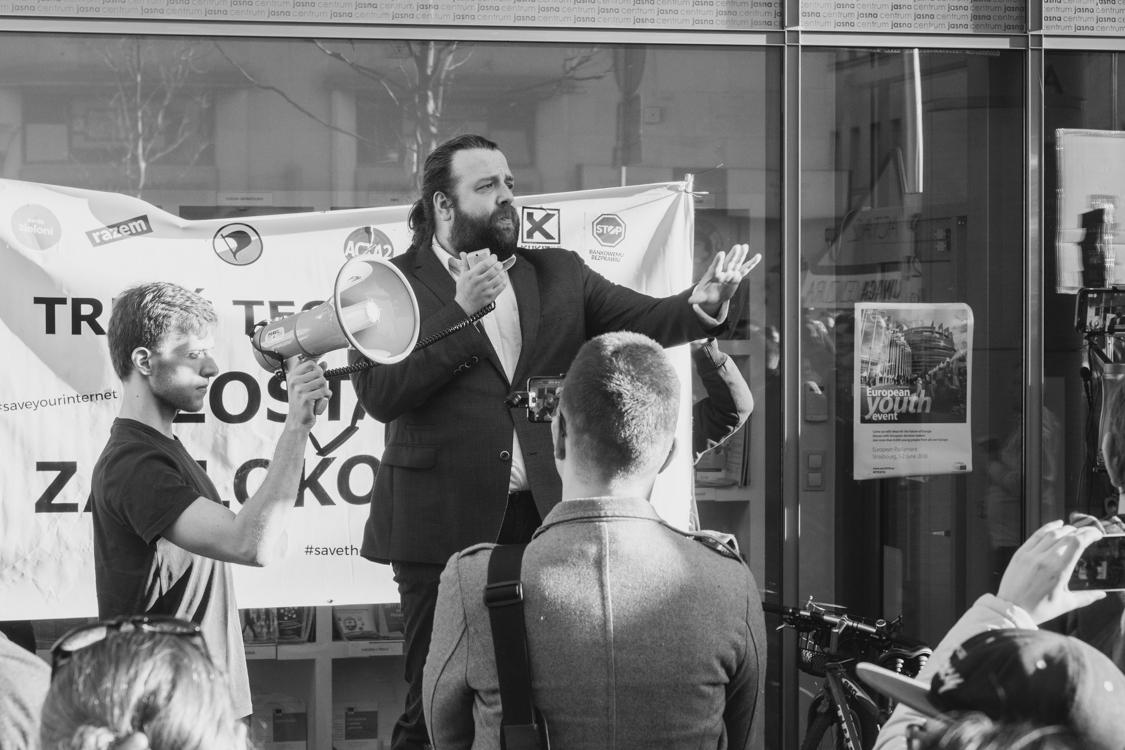 krzysztof ator woźniak wideoprezentacje protestuje