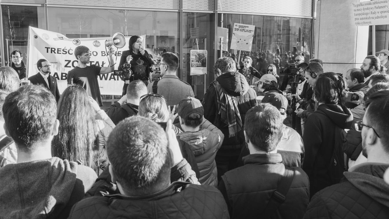 ewa infelt przemawia na protescie ws acta2